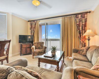 Spacious condo w/lake views, shared hot tub, pool, and close to Disney World - Orlando