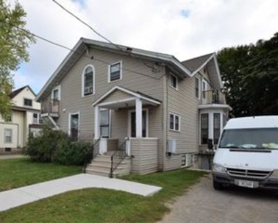 556 Jefferson St #9, Oshkosh, WI 54901 1 Bedroom Apartment