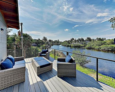 Luxe Riverfront Home on 1-Acre Lot w/ Private Dock, Hot Tub & Screened Deck - Bonita Springs
