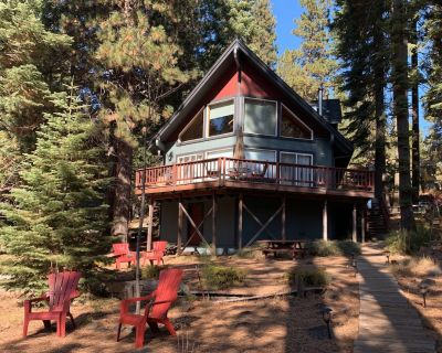 Peninsula Lake Front Home with Dock! Sleeps 6 to 8 private cove setting! WIFI!! - Peninsula Village
