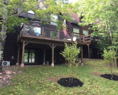 On the mountain! Fireplace, AC, radiant heat, wifi, deck, grill, ski chair swing - Windham
