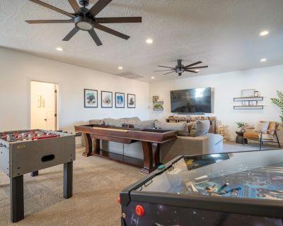 Arcadia 47 | FAMILY FUN * Arcades * Games * Resort Pool Access - Ivins