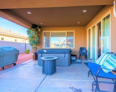 Steps to the Pools! Private Hot Tub BBQ Poolside Lawn for Kids to Play - Santa Clara