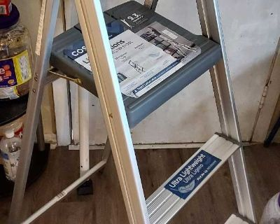 Aluminum ladder 4', 9.5' reach
