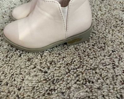 Toddler booties size 6