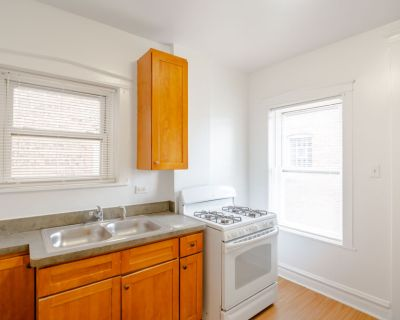 Spacious and Charming 2bed - Heat INCL - Hardwood Floors - Decorative Fireplace- Cicero, IL