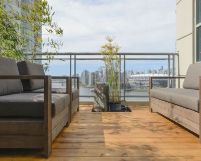 Centrally located 3-bedroom penthouse with stunning views and 3 patios. - Downtown Vancouver