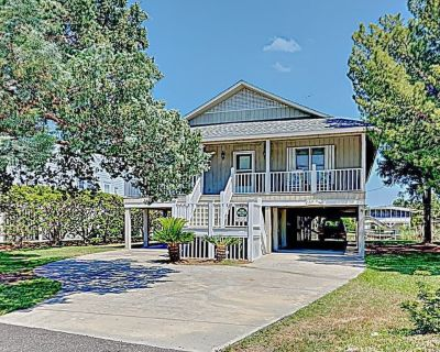 Idyll Daze Beach Cottage on Saltwater Canal with Crab Dock for Fishing - Litchfield by the Sea