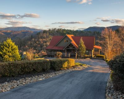 Mountainview Getaway w/ Spectacular Views, Game Room, Pool, & Private hot tub - Pigeon Forge