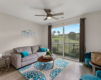 Stylish Luxe 2 Bedroom Suite, Minuted from Downtown Golf Course Views!! - Forest Park