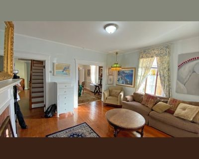 Room for rent in Walnut Street, Middleburg - Old Middleburg- Historic Town location