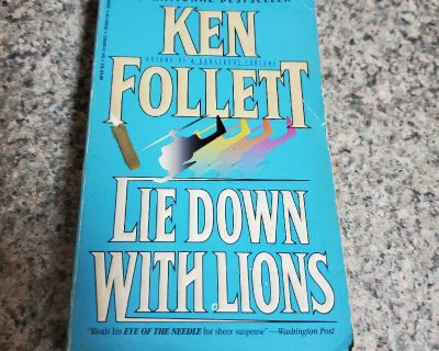 KEN FOLLETT, LIE DOWN WITH LIONS, EXCELLENT CONDITION, SMOKE FREE HOUSE