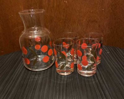 Vintage juice decanter and for matching glasses