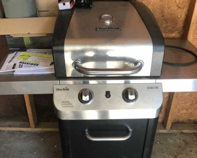 Char Broil grill with tank and cover.