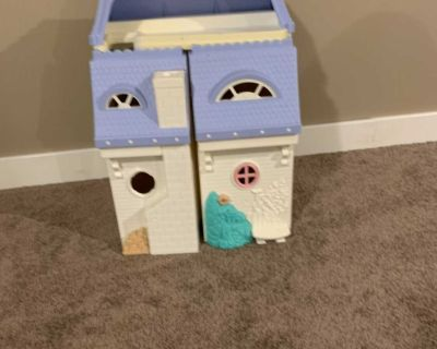 FREE.... Fisher Price Doll House