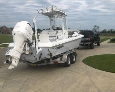 2019 Everglades 243 Center Console