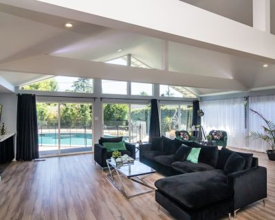 4 bedroom house (2 masters) in prime location large heated pool large back yard - Sherman Oaks