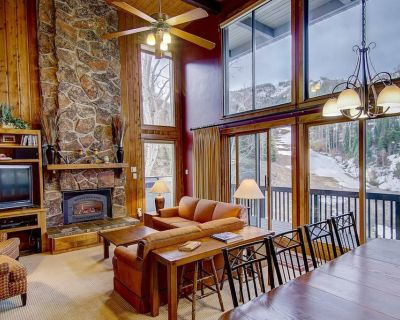 Ski-In/Ski-Out End Unit Townhome, Incredible Slope Views, Pool, Hot Tub, Gym, Tennis- Just Listed! - Steamboat Springs