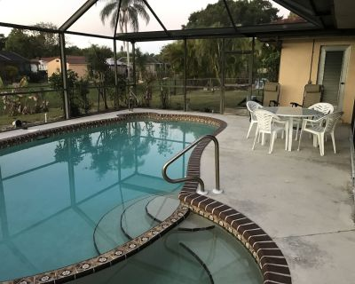 Vintage Chic Home - Self Check In - Parking - Pool - Cypress Lakes Estates