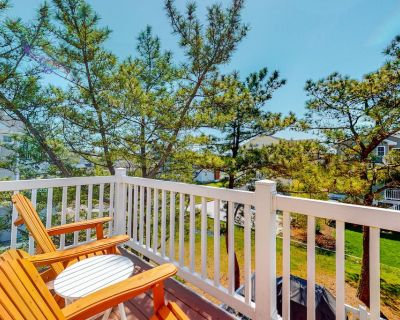 Downtown Bethany Beach house w/ free WiFi, gas grill and outside shower - Bethany Beach