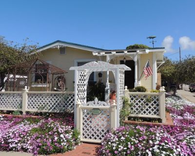 Charming & Historic Beach Cottage - Oasis in the Heart of Downtown - Morro Bay