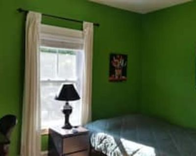 Private room with shared bathroom - Quincy , MA 02170