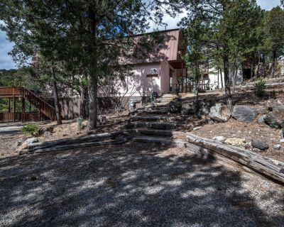The Bear Crossing 'Home Away from Home' With hot tub - Ruidoso