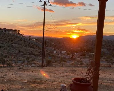 Private room with own bathroom - Yucca Valley , CA 92284