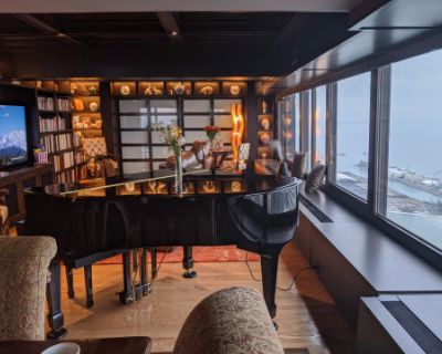 Downtown Condo with Skyline View and Piano/Bar, Chicago, IL