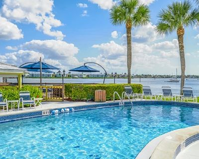 WATERFRONT 2 BDRM~ CHARTER CLUB OF NAPLES~ WHITE SAND BEACH/BOATING/FISHING/SPA - Old Naples