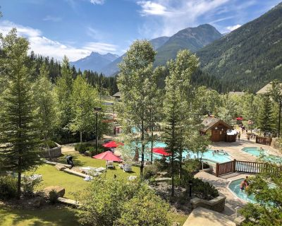 Mountain Getaway in the Upper Village! - Panorama