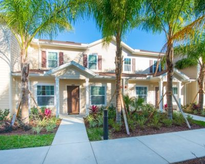 Luxury Townhouses near Disney w/ WiFi, Pool, Cable TV, Resort Spa, Playroom & Gym - Four Corners