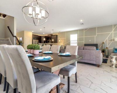 Luxury 8 Bedroom Home 107 - Davenport