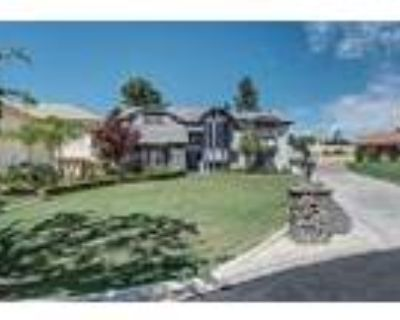 Bakersfield Beauty With A Pool - RealBiz360 Virtual Tour