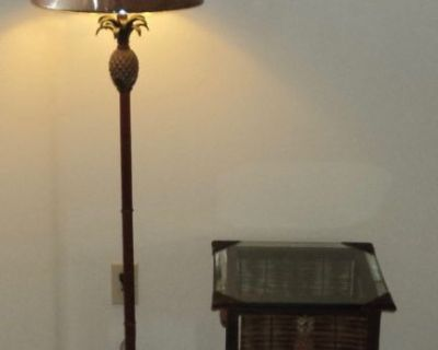 New - Pineapple Table and Lamp Set