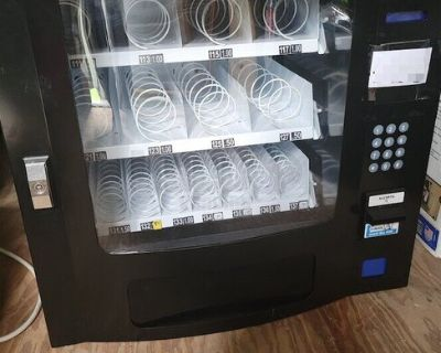 Used Seaga Electronic Snack and Drink Combo Vending Machine