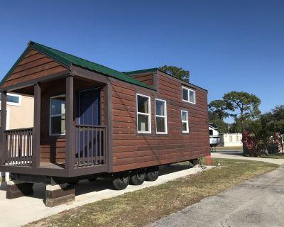 Cedarwood Tiny House - Kissimmee