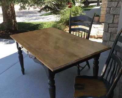 Dining room table with 6 chairs and hutch