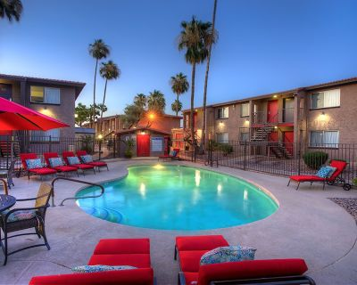 Work Remotely in comfort. Free WiFi and Beautiful Greenbelt Views. Can't beat the price. Suite 135 - Scottsdale