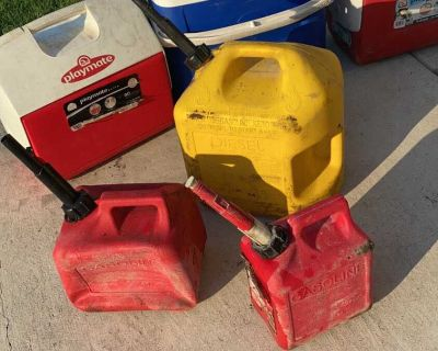 4 gas cans all for $10