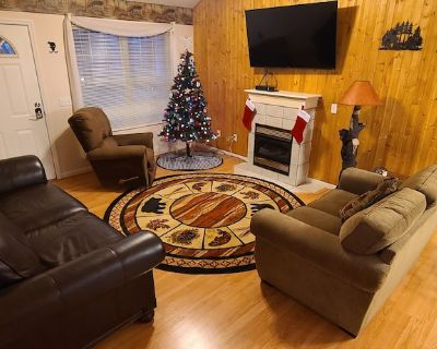 Bear Creek Bungalow Fireplace, 2 King Masters, River ,Swing, Pavilion w tables - Pigeon Forge