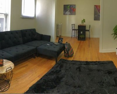 Art Gallery Themed - Logan Square Apartment 30%OFF - Palmer Square