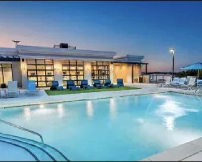 West midtown, queen beds, corp. renting. Free parking , free wifi, pool and gym - Westside