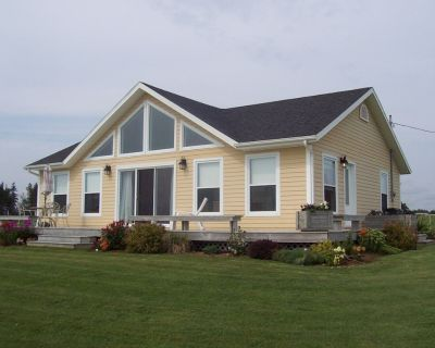 Beautiful Canada Select 4 star ocean front air conditioned beach house - Queens County
