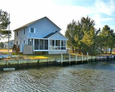 Immaculate Canal Front With Sunroom, Screened Porch,Boat Dock And Walk To Beach - South Bethany Harbor