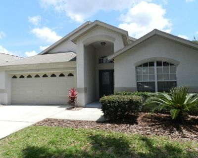 Pet Friendly - Spacious corner lot with privacy hedges. Country, cozy feel minutes from the theme parks! - Orange Tree