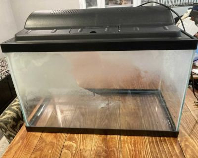Fish tank(10 gallon) with lid