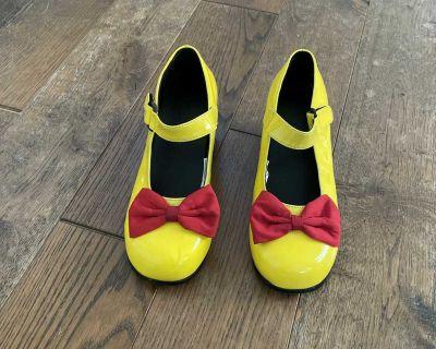 DISNEY Mini mouse shoes.