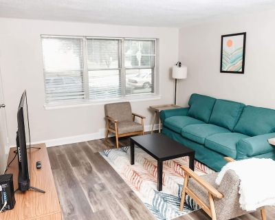 Quiet Housing with Clubhouse + Gym *Weekly Discounts* - University Township