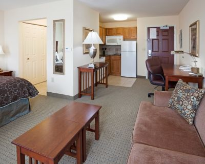 Studio Close to the Airport! | Free Breakfast + Indoor Pool + Hot Tub - Franklin